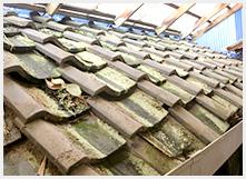 屋根の波打ち